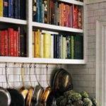BOOKS IN THE KITCHEN – QUANDO I LIBRI SONO I PEZZI DECOR PIU' BELLI PER LA CUCINA