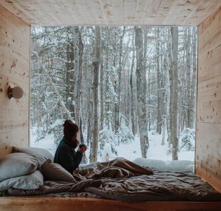Alloggi insoliti unici dormire Italia glamping igloo bubble room yurta